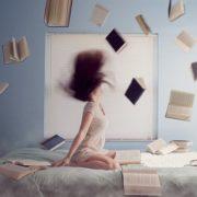 Donna con libri
